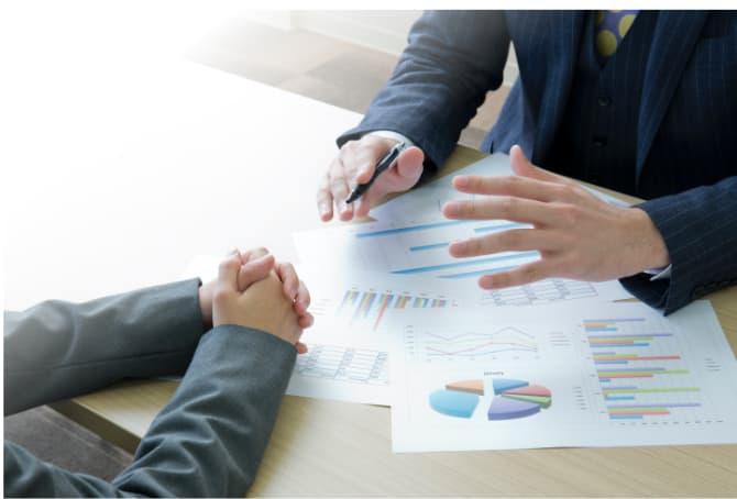 あしたのチームの人事評価制度の特徴② 制度見直しや評価者教育など、運用のスペシャリストが徹底的に支援。